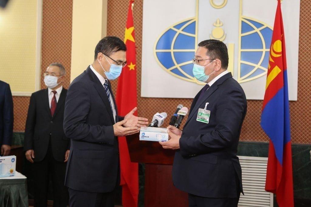 Жэк Ма Монгол Улсад 500 мянган ширхэг N95 амны хаалт хандивлалаа