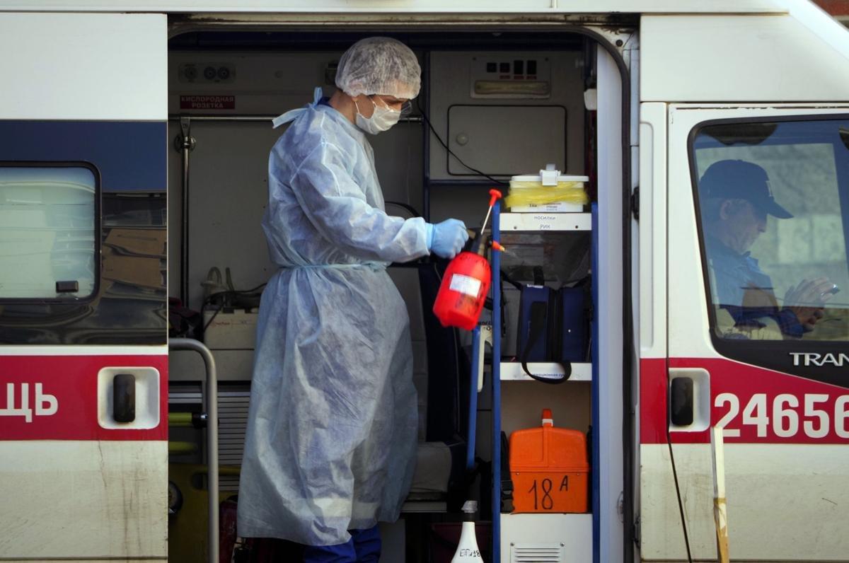 COVID-19: Санкт-Петербургт эмнэлгийн 2.5 мянган ажилтан халдвар авчээ