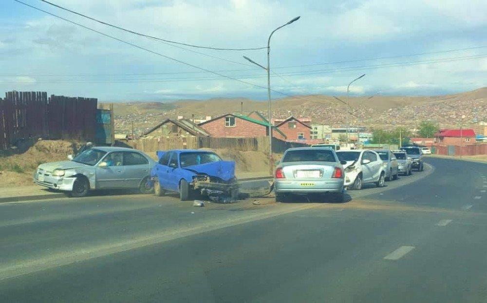 Сонгинохайрхан дүүрэгт ДӨРВӨН машин мөргөлдсөн ноцтой осол гарлаа