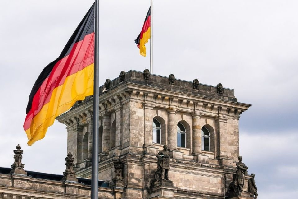 Германы Шилдэг 10 их сургууль ба элсэн суралцах боломжтой МЭРГЭЖЛҮҮД