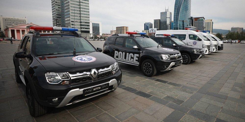 Цагдаа, эрүүл мэндийн газарт 90 автомашин өгчээ