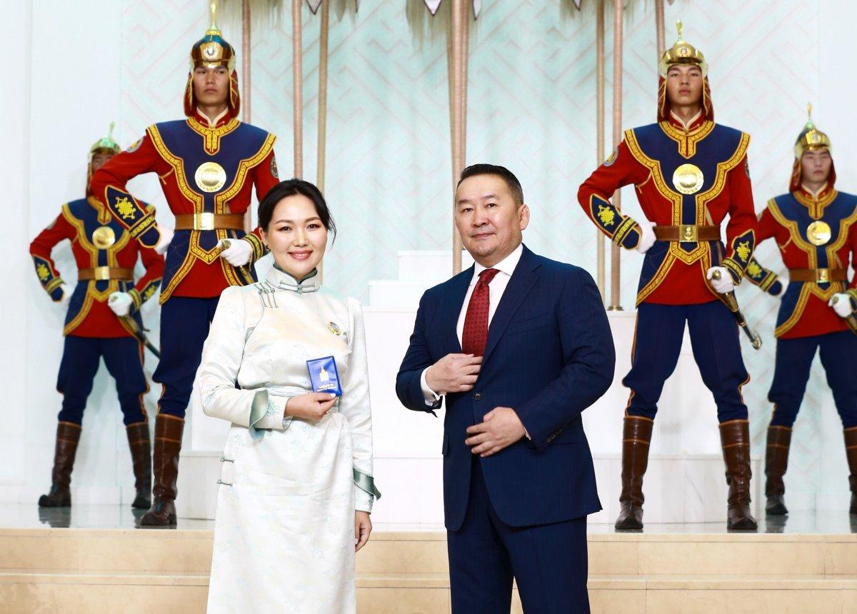 """Монгол Улсын Ерөнхийлөгч Х.БАТТУЛГА1071 ээжид""""ЭХИЙН АЛДАР"""" одон гардууллаа"""