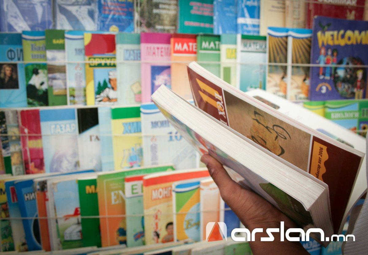 Сурах бичгийг зах зээлд худалдаалахгүй, номын сангаар дамжин сурагчийн гарт очно гэв