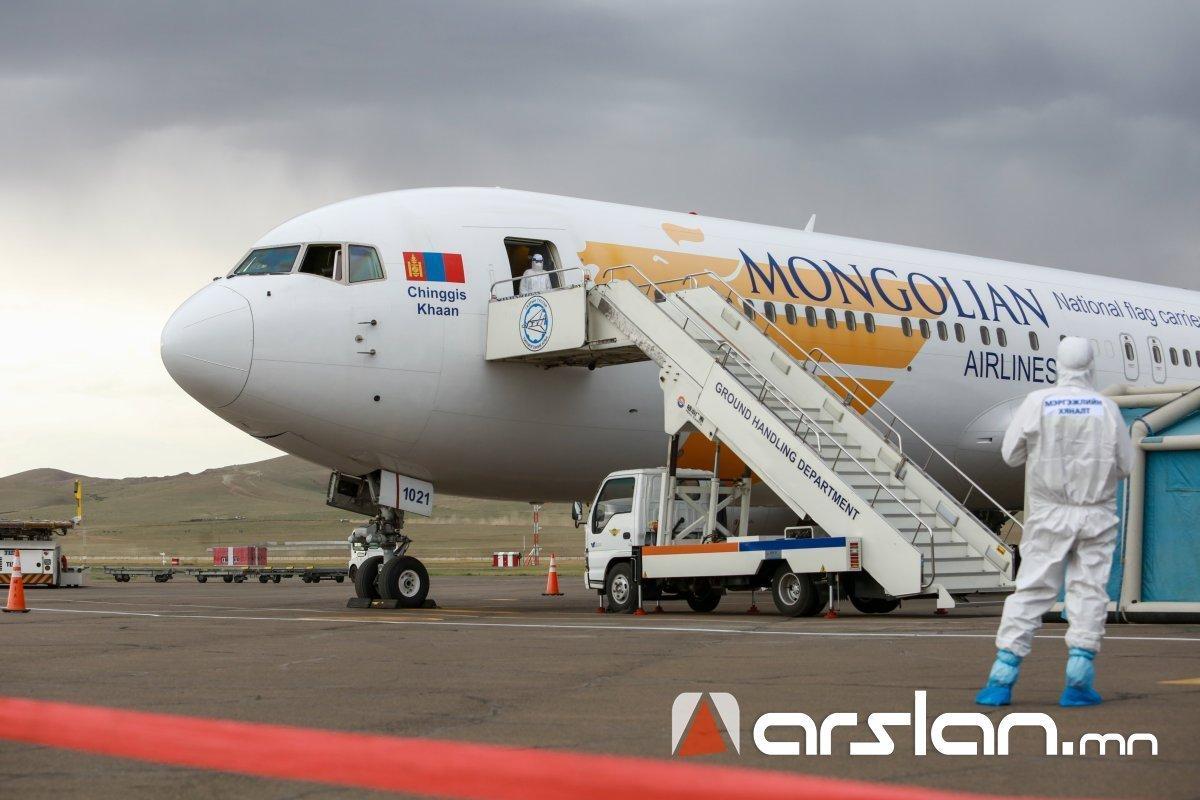 ВИДЕО: Прага-Улаанбаатар чиглэлийн тусгай үүргийн онгоцоор 250 гаруй иргэн эх орондоо ирлээ