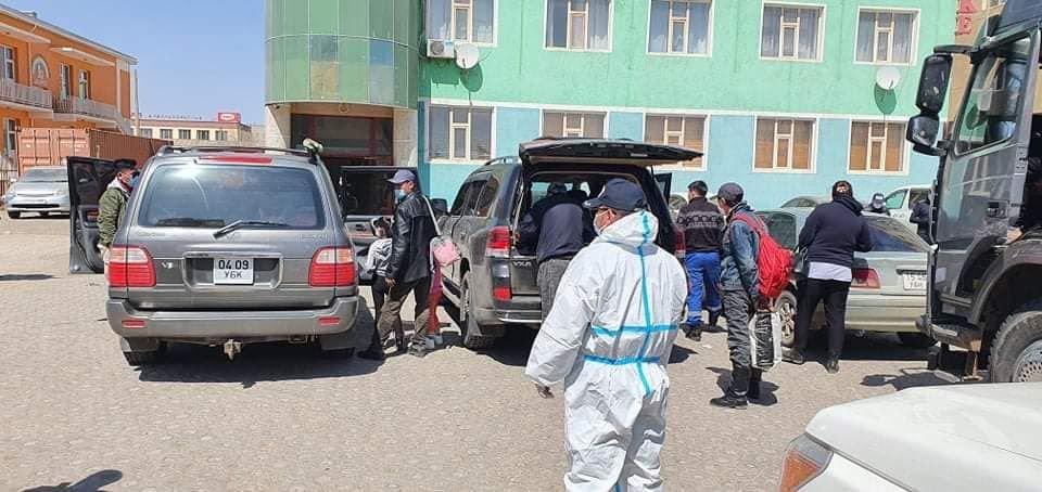 ШУУРХАЙ: Улаанбаатараас хулгайн замаар Өмнөговьд очсон долоон автомашинтай 33 иргэнийг саатуулжээ