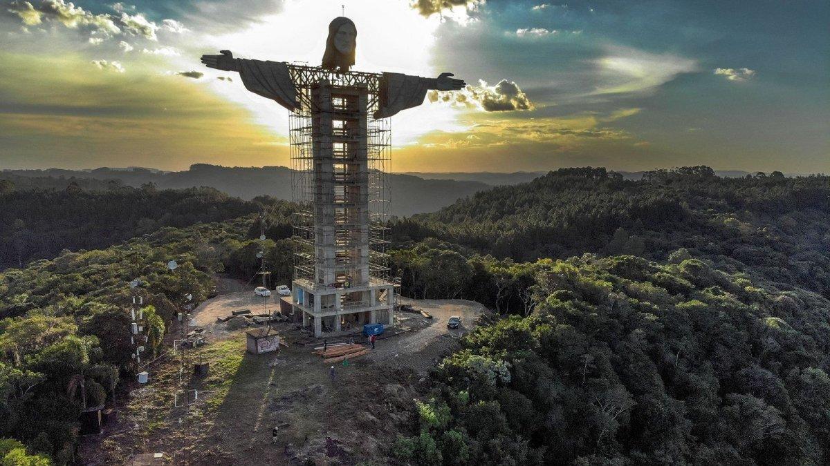 Бразил улс Христийн хоёр дахь аварга хөшөөгөө босгож байна