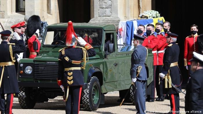 ФОТО: Их Британийн хатан хааны нөхөр, хунтайж Филипптэй САЛАХ ЁС гүйцэтгэлээ