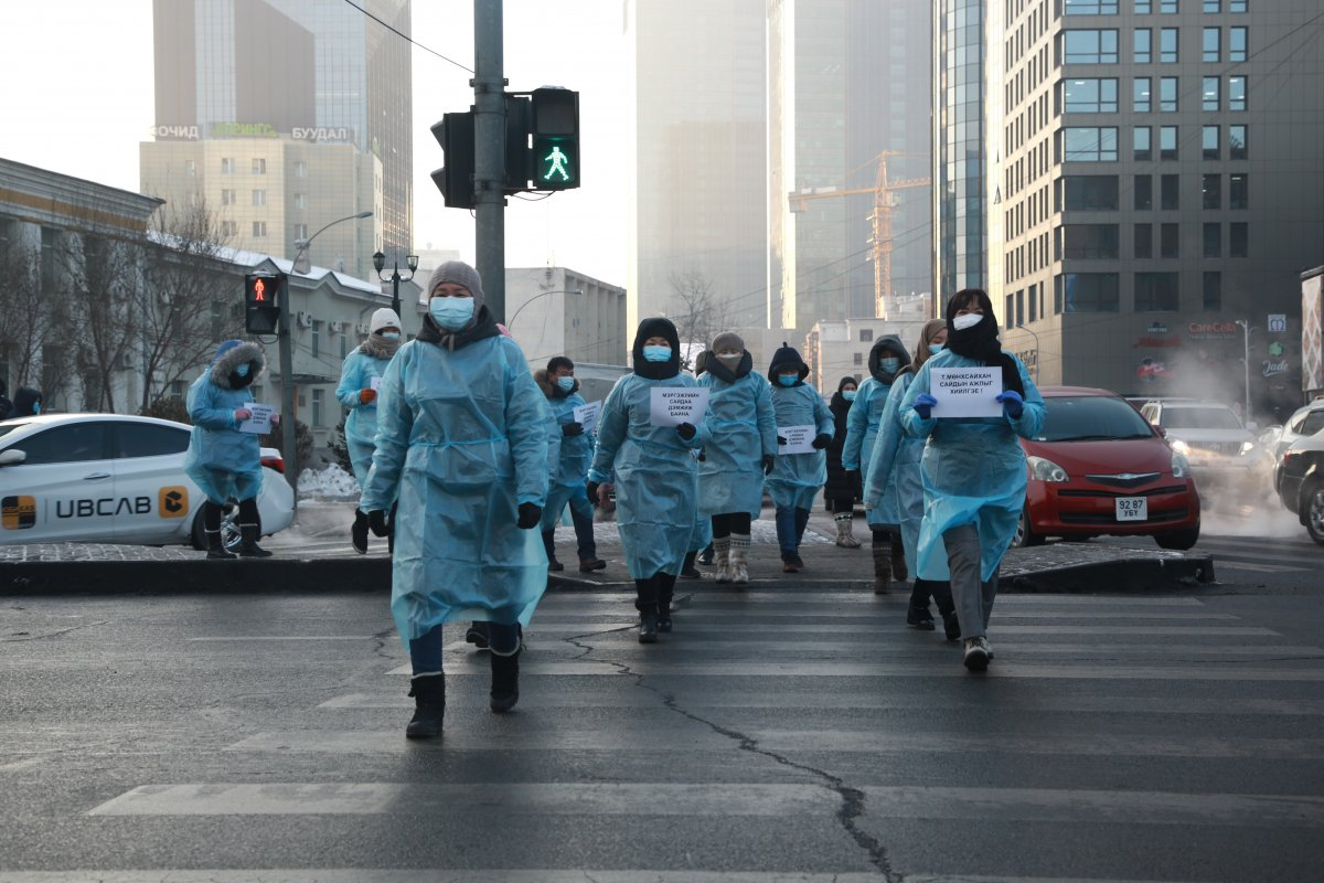 Эрүүл мэндийн ажилтнууд салбартаа суурь өөрчлөлт шинэчлэлт хийхийг хүсэж байна