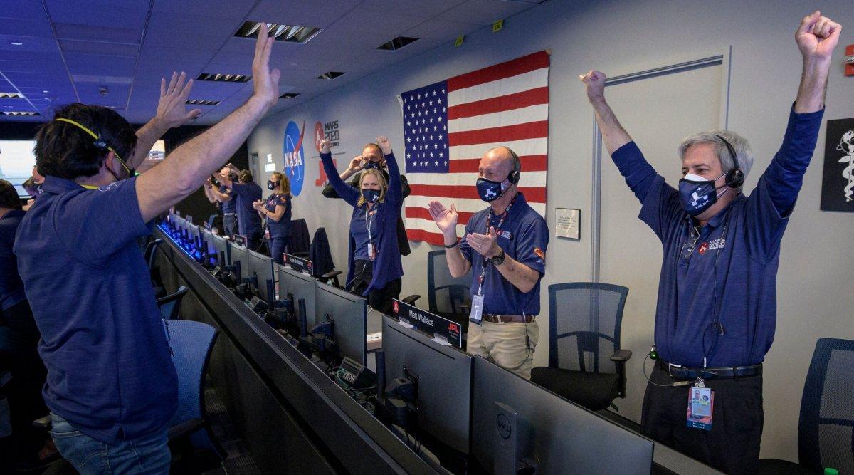 ВИДЕО: НАСА-гийн робот Ангараг гараг дээр амжилттай газардлаа