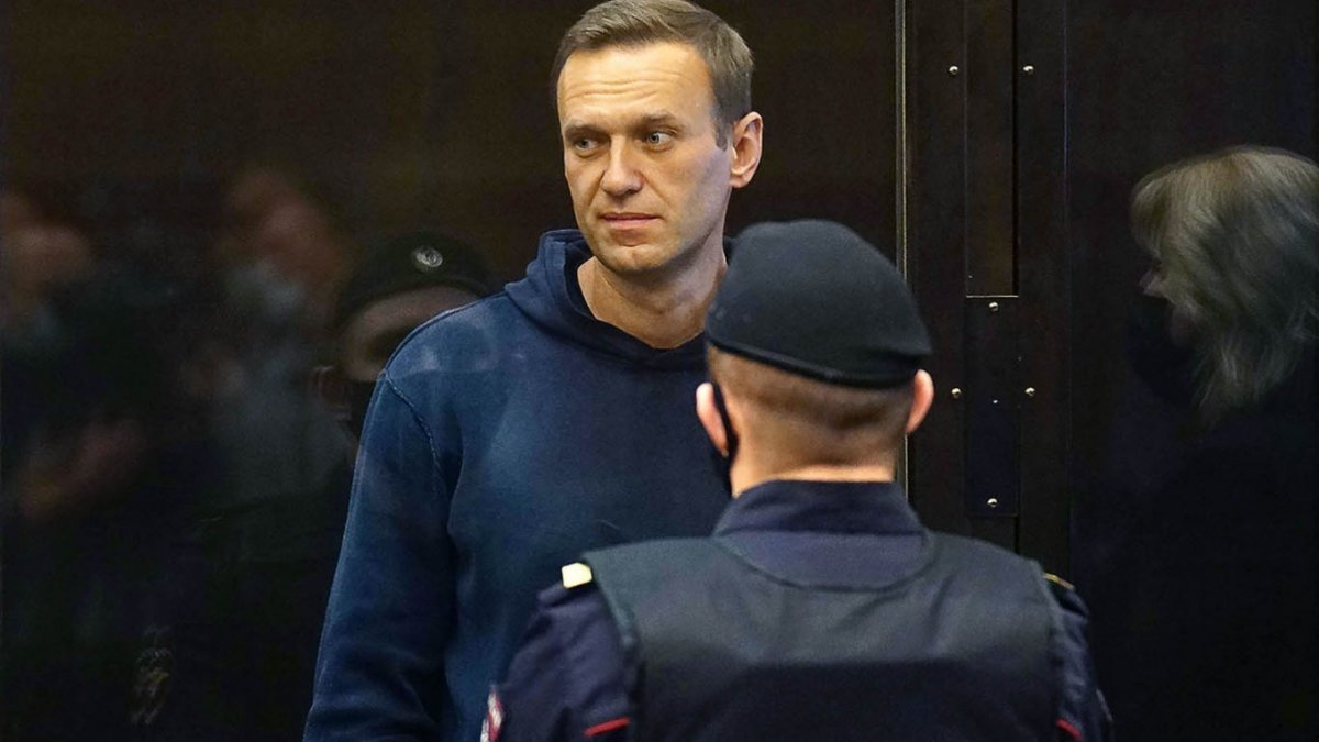 Алексей Навальныйд оноосон 3.5 жилийн тэнсэн харгалзах ялыг биеэр эдлэх ял болгожээ