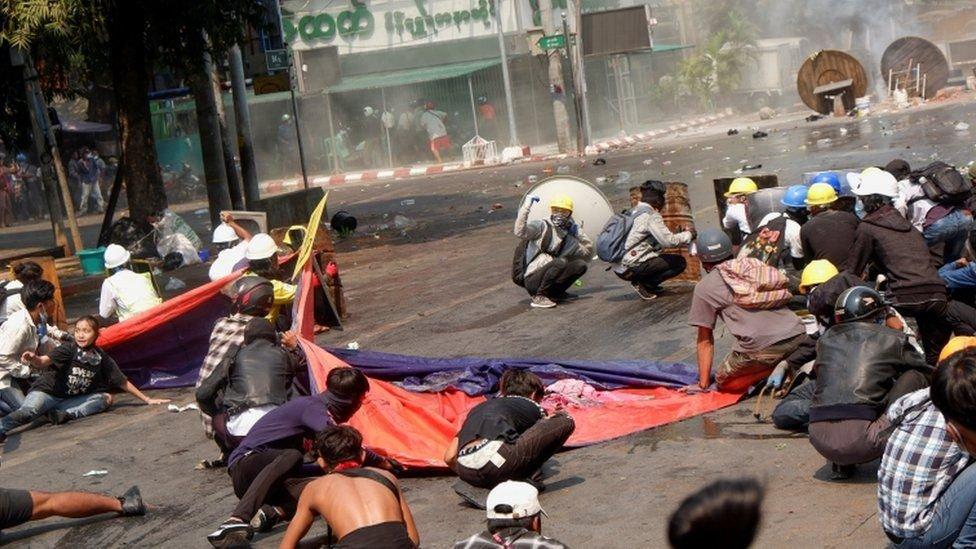 Өчигдөр Мьянмарын жагсагчдаас 38 хүн амиа алдаж, хамгийн их цус асгаруулсан өдөр боллоо