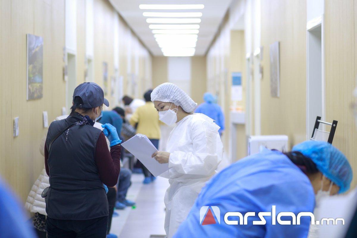 КОВИД-19 халдварын үед сайн дураар ажиллах эмч, мэргэжилтнүүдийг бүртгэж байна