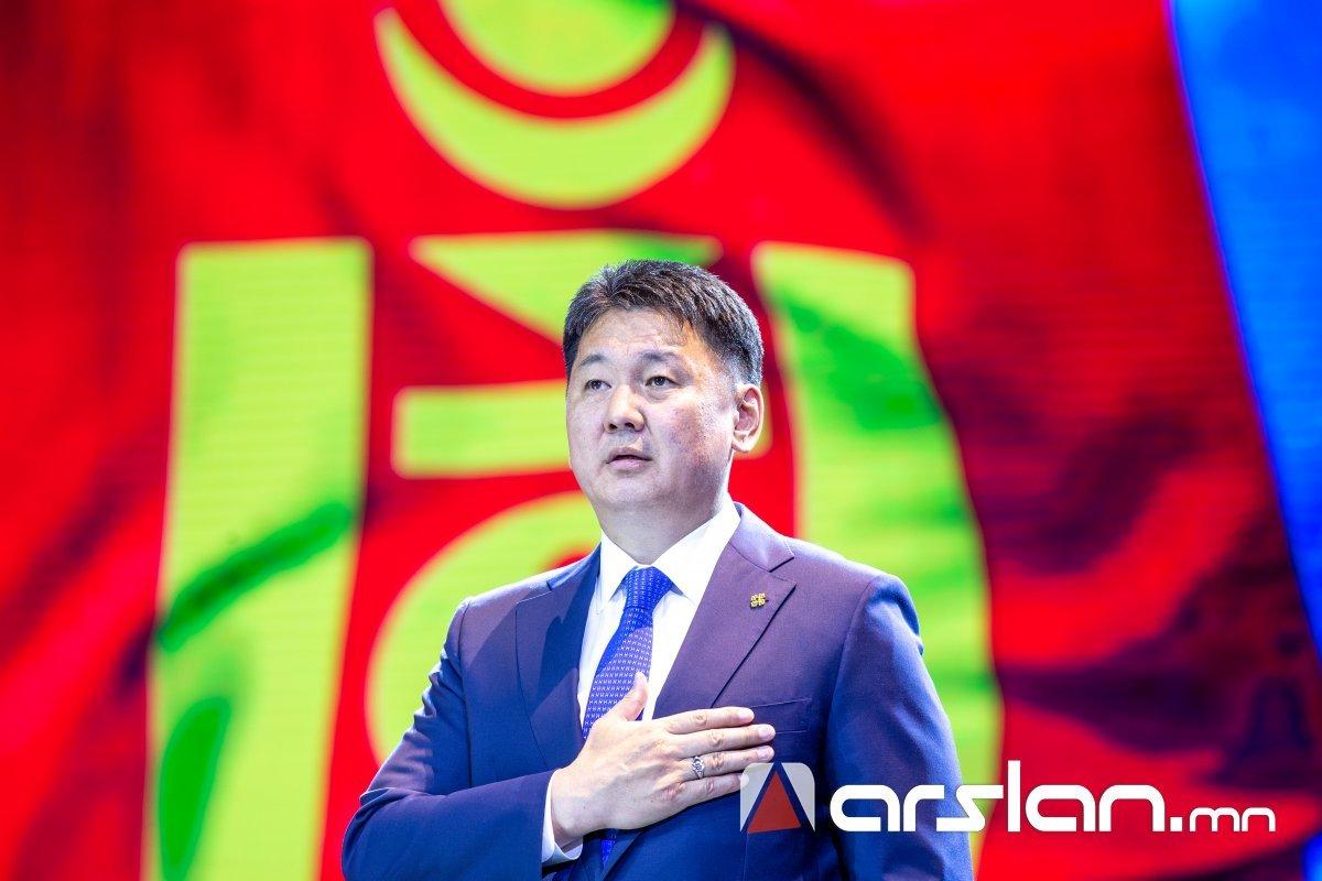 У.Хүрэлсүх: Токиогийн тэнгэрт Монгол Улсын Төрийн далбаа олонтоо мандах болтугай