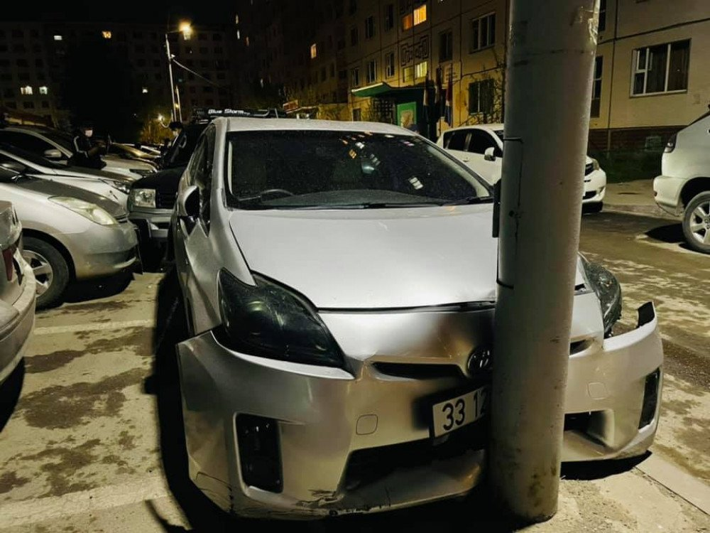 Pruis-30 машинтай СОГТУУ ЖОЛООЧ зогсоолд тавьсан 20-иод машиныг дайрсан хэрэг гарчээ