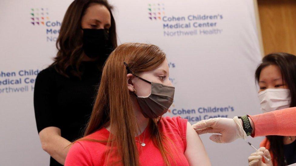"""АНУ """"Pfizer""""-ийн вакциныг 12-15 насны хүүхдэд хэрэглэхийг зөвшөөрчээ"""
