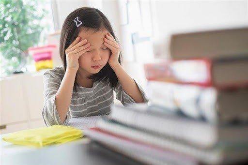 Хүүхэддээ хэт өндөр шаардлага тавих нь хүүхэд айдас түгшүүрт автах шалтгаан болдог