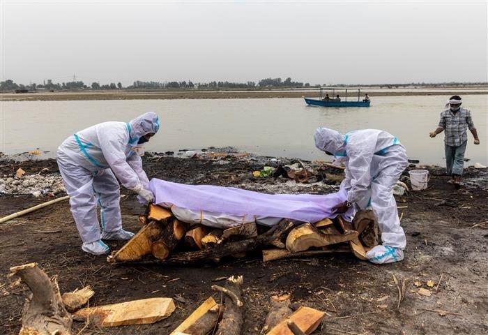 Ганга мөрнөөс Ковидоор нас барсан байж болзошгүй 40 хүний цогцос олджээ