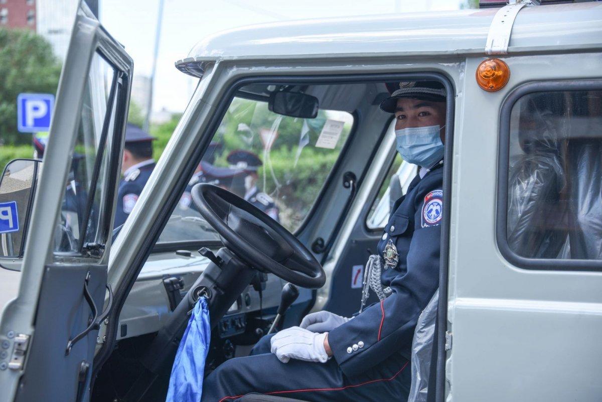 Цагдаагийн байгууллагад Фургон, Соната-8 маркийн автомашин хүлээлгэн өглөө