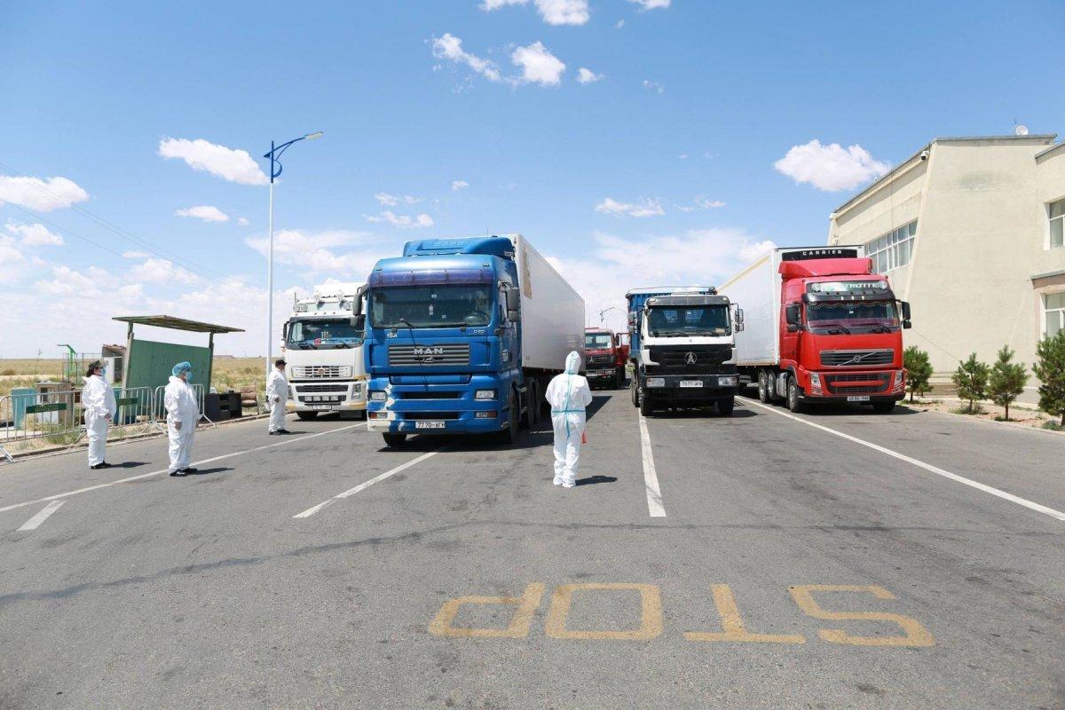 ТОДРУУЛГА: Монгол талын автомашинууд тухайн өдөртөө Эрээнээс ачаагаа ачиж, дараагийн өдөр хилээр гарч ирж байна