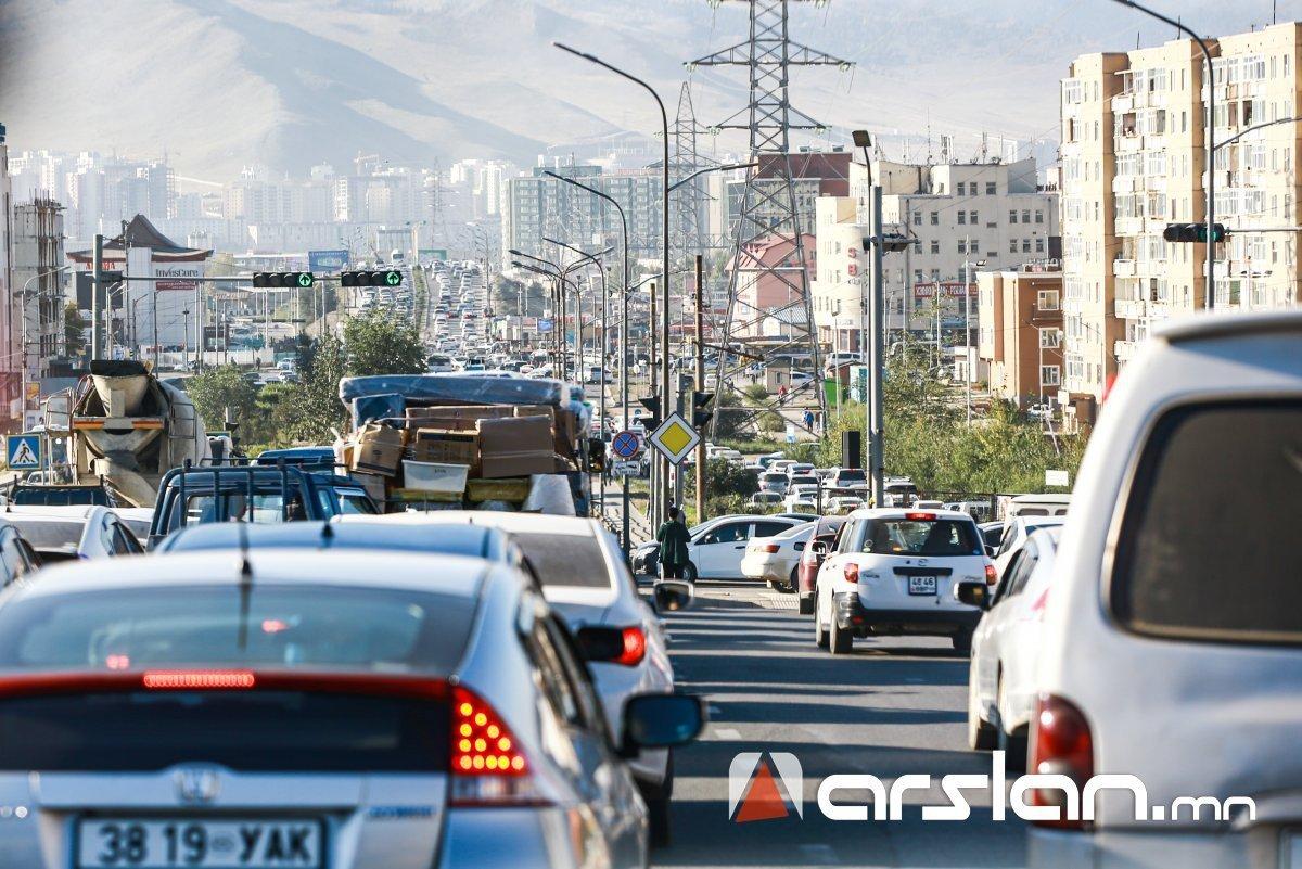 ЗГ: Улаанбаатар хот 2028 оноос 100 хувь зүүн талдаа жолооны хүрдтэй автомашинд шилжинэ