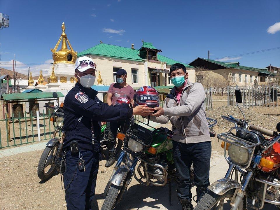 Мотоциклтой иргэдийг хамгаалах малгайтай хөдөлгөөнд оролцохыг уриалав