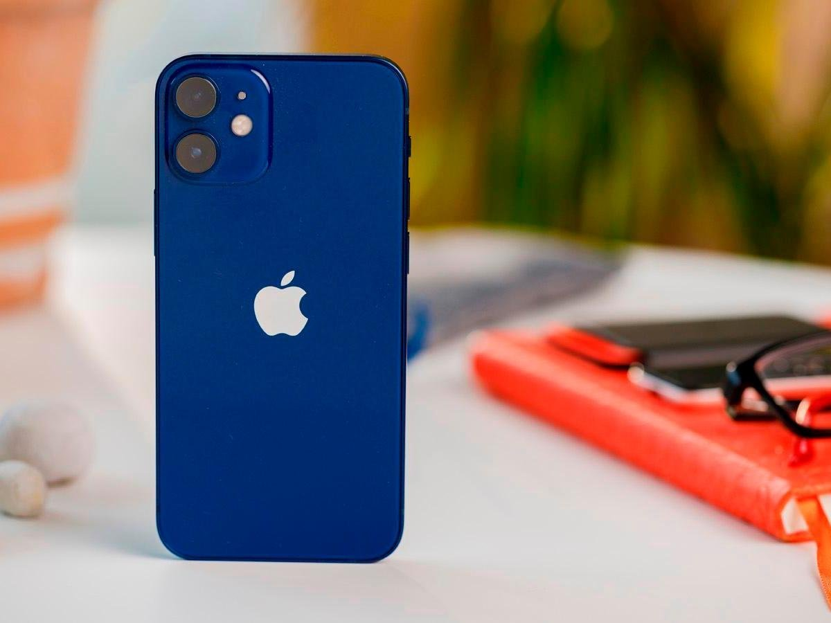 """""""Apple"""" компани """"iPhone 12 Mini"""" утасны үйлдвэрлэлийг зогсоожээ"""
