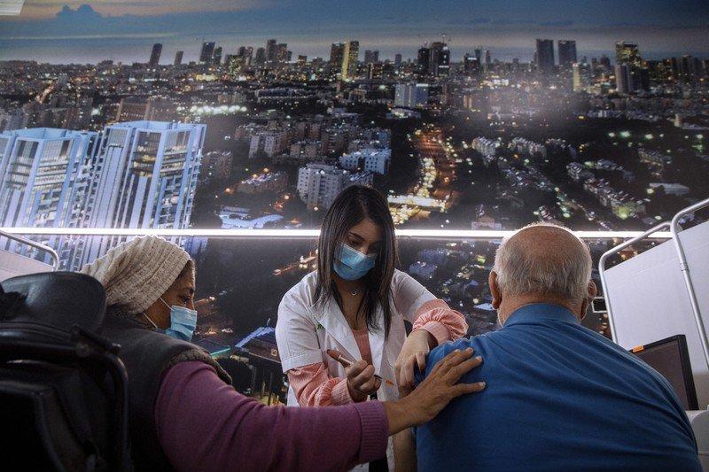 Израиль улс вакцины 3-р тунг тарьж эхэлнэ