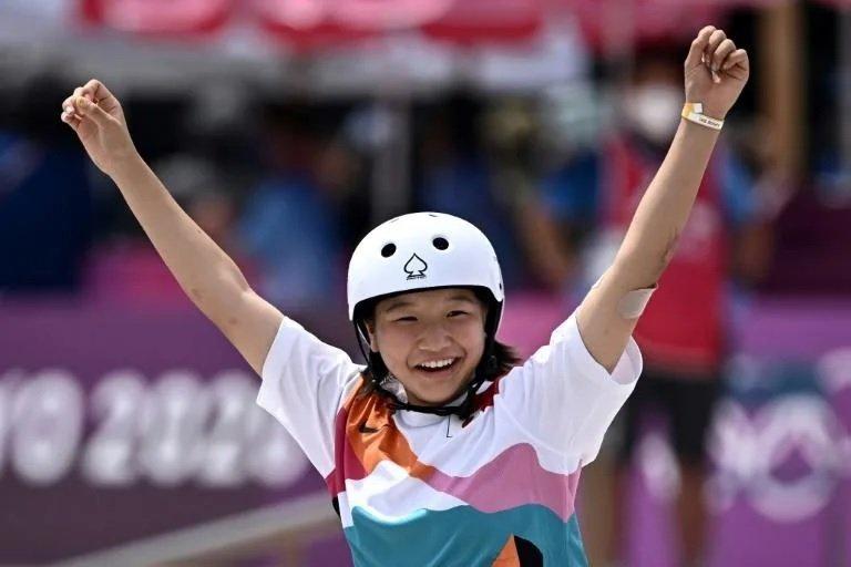 ТОКИО-2020: 13 настай Япон охин олимпын скейтбордын аварга боллоо
