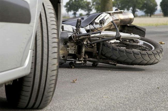 СЭРЭМЖЛҮҮЛЭГ: Орон нутгийн замд мотоцикль онхолдож нэг хүн амиа алджээ