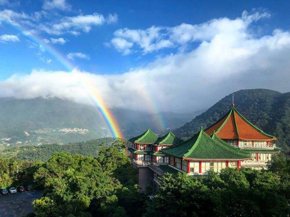 Тайваньд есөн цагийн турш солонго татсан байна