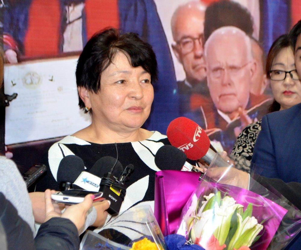 2jhtqdex38 Монгол мэс засалч дэлхийд үнэлэгдэв
