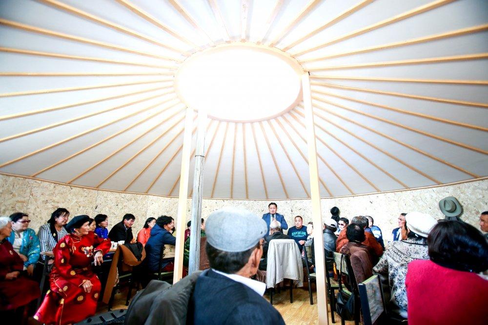 НИТХ-ын төлөөлөгч П.Баярхүү  өөрийн сонгогдсон тойргийн  АХМАДУУДАА хүлээн авч, хүндэтгэл үзүүллээ Arslan.mn